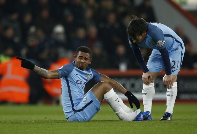 Gabriel Jesus machucou o tornozelo na partida diante do Bournemouth (Peter Nicholls - 13.fev.2017/Reuters)