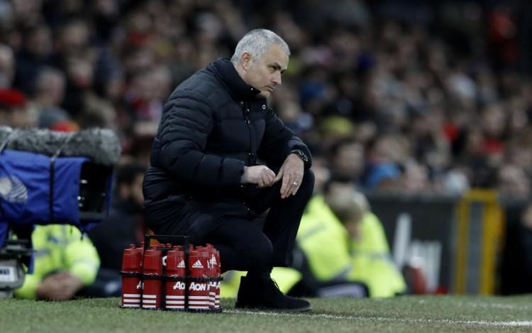 José Mourinho em momento de desolação no jogo em que o Manchester United ficou no 0 a 0 com o Hull City (Phil Noble - 1º.fev.2017/Reuters)