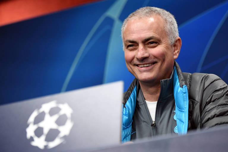 Mourinho se torna motorista em esforço contra o coronavírus